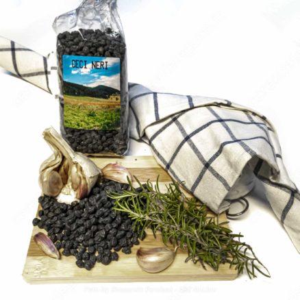 black chickpeas with tea towel farm km0