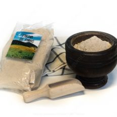 farina di farro azienda agricola lavosi maurizio con paletta di legno