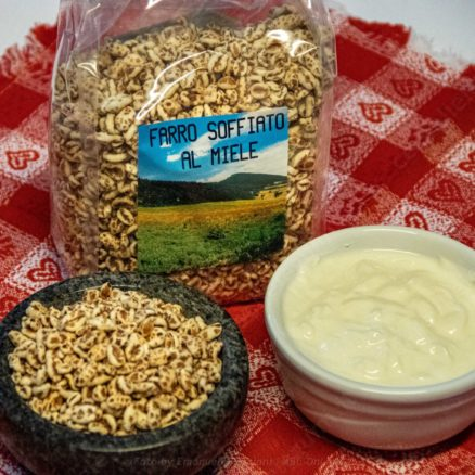 Puffed spelled with farm honey